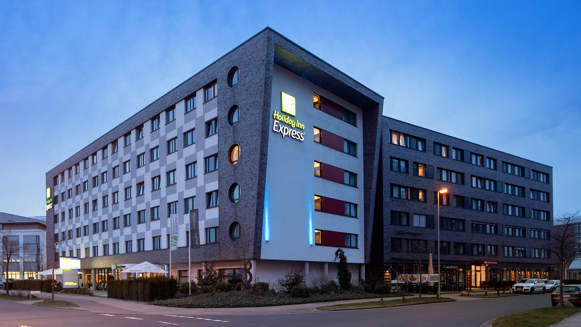 Exterior photo - 05 - Holiday Inn Express Bremen Airport