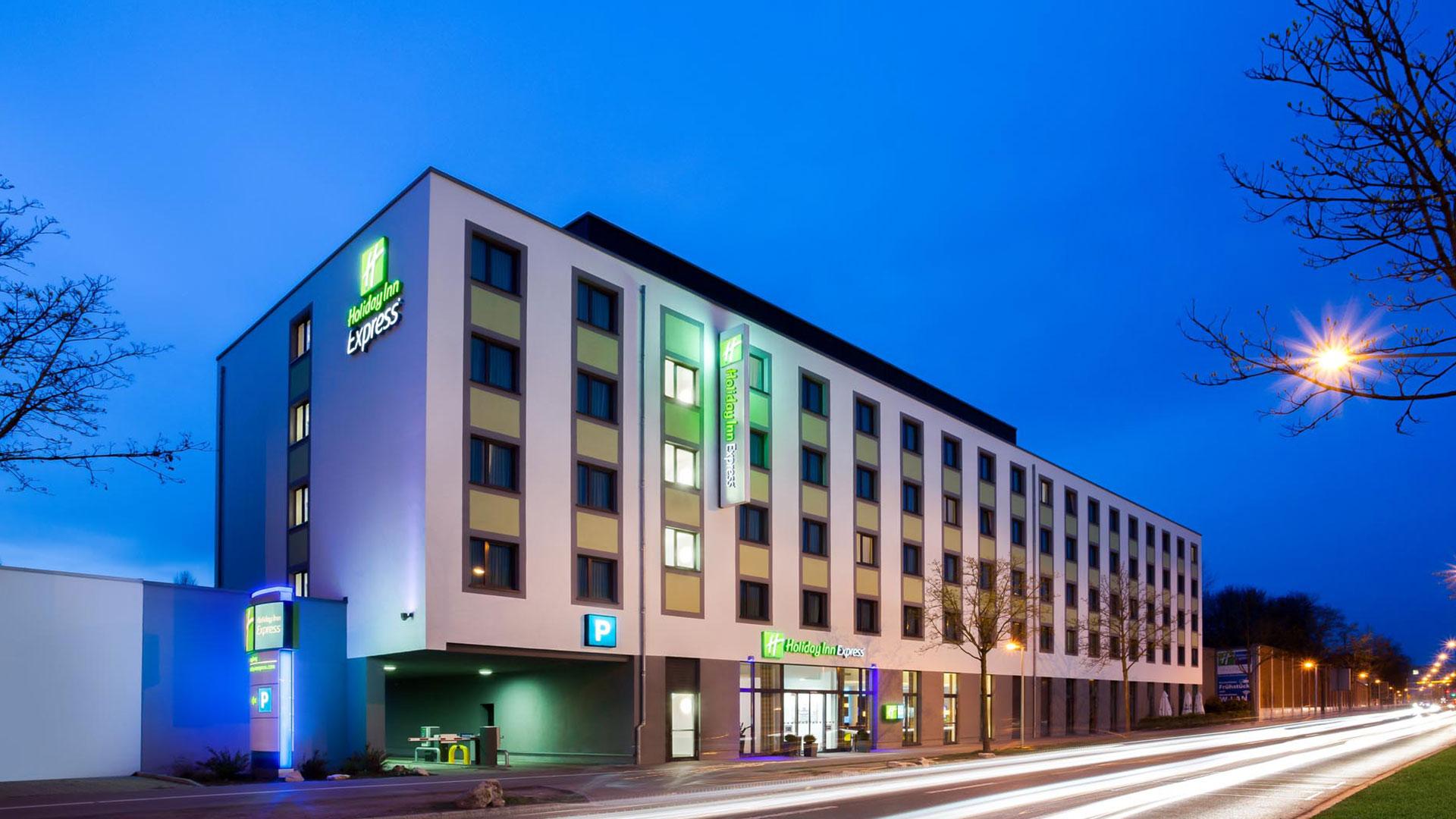 Foto der Außenansicht - 02 - Holiday Inn Express Augsburg