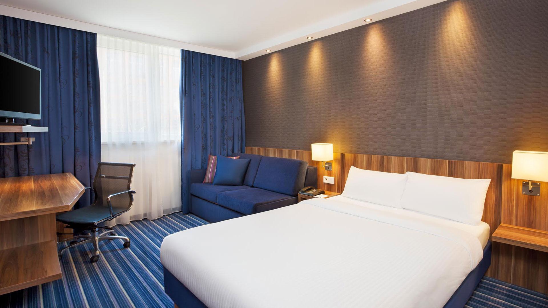 Foto einer Zimmeransicht - 01 - Holiday Inn Express Augsburg