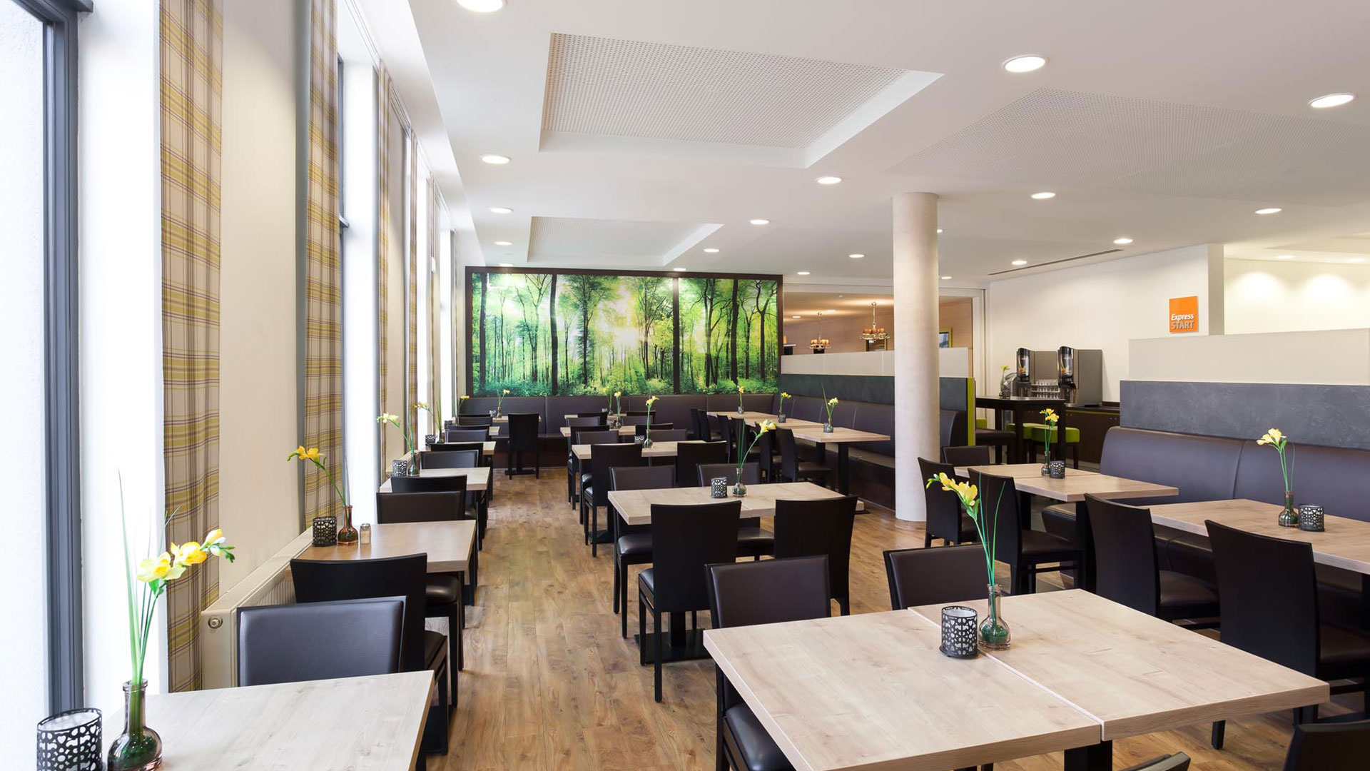 Photo of the restaurant - 02 - Holiday Inn Express Augsburg