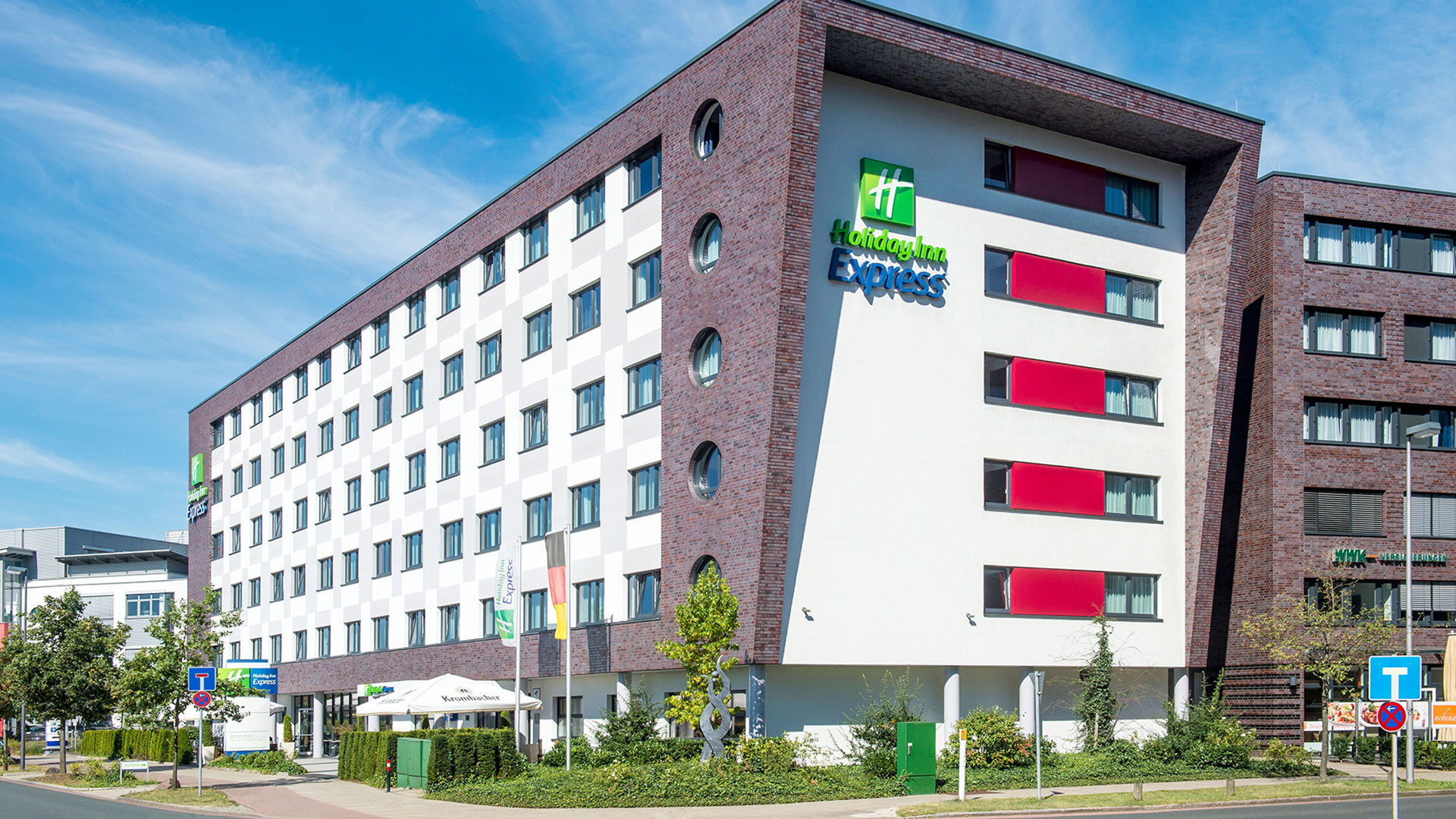 Photo of the exterior view - 04 - Holiday Inn Express Bremen Airport