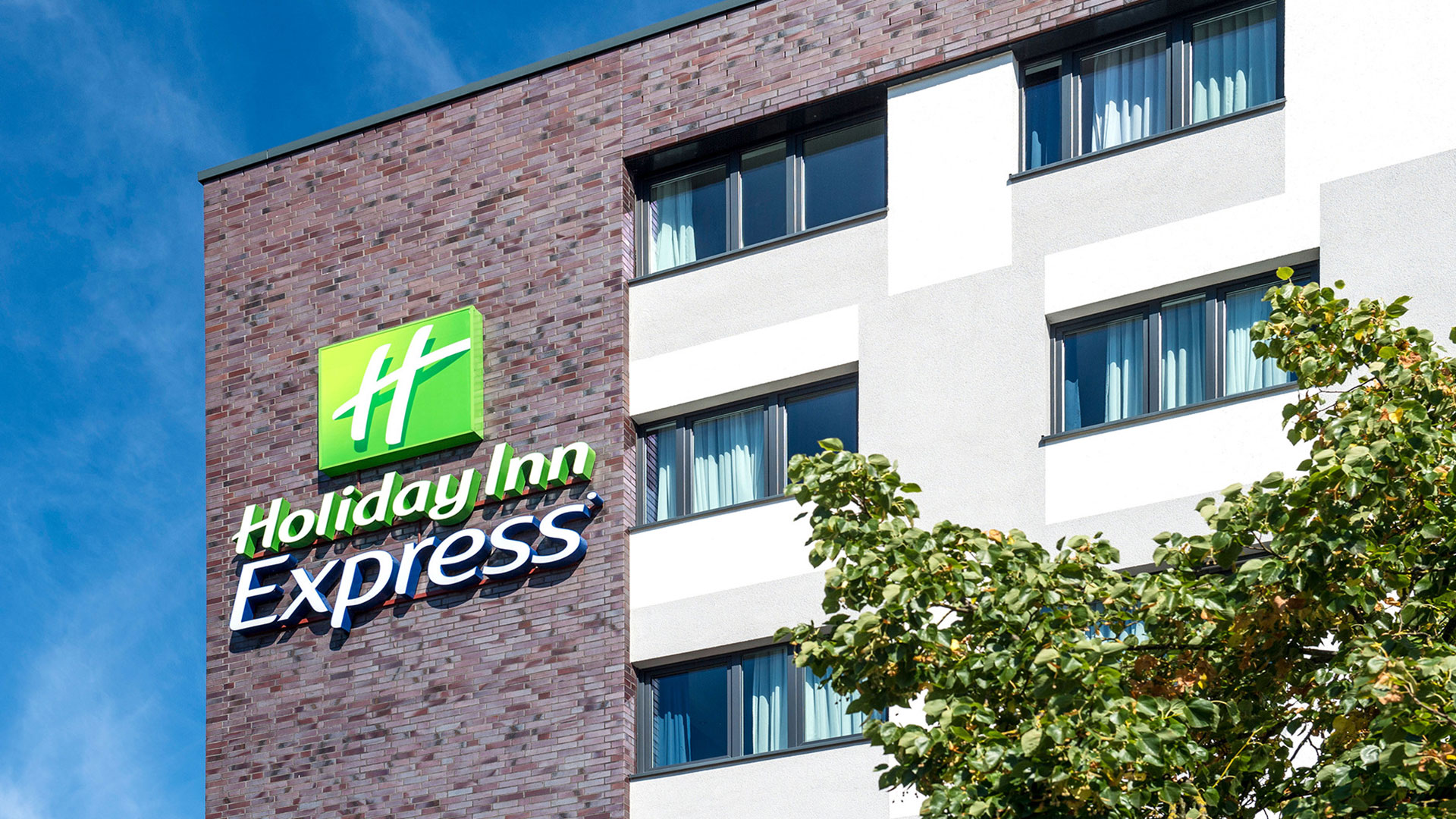 Photo of the exterior view - 03 - Holiday Inn Express Bremen Airport