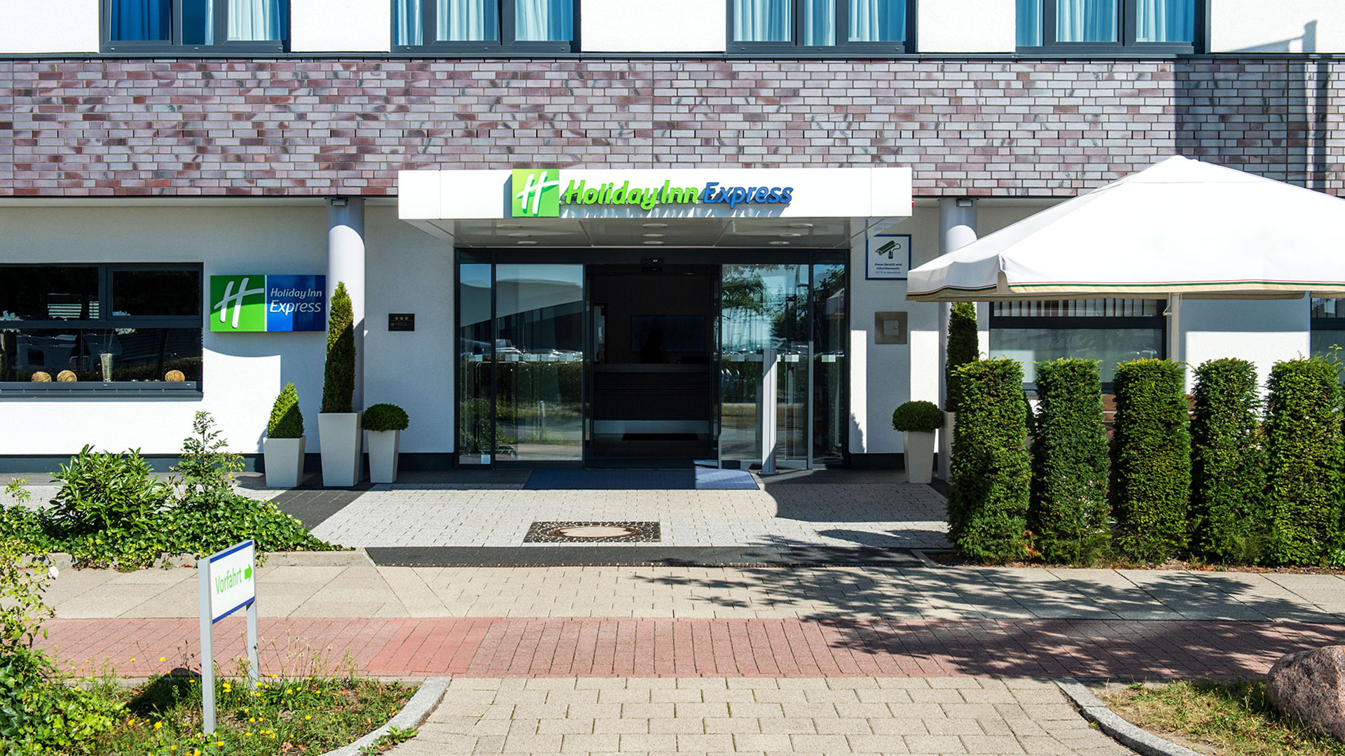 Exterior photo - 02 - Holiday Inn Express Bremen Airport
