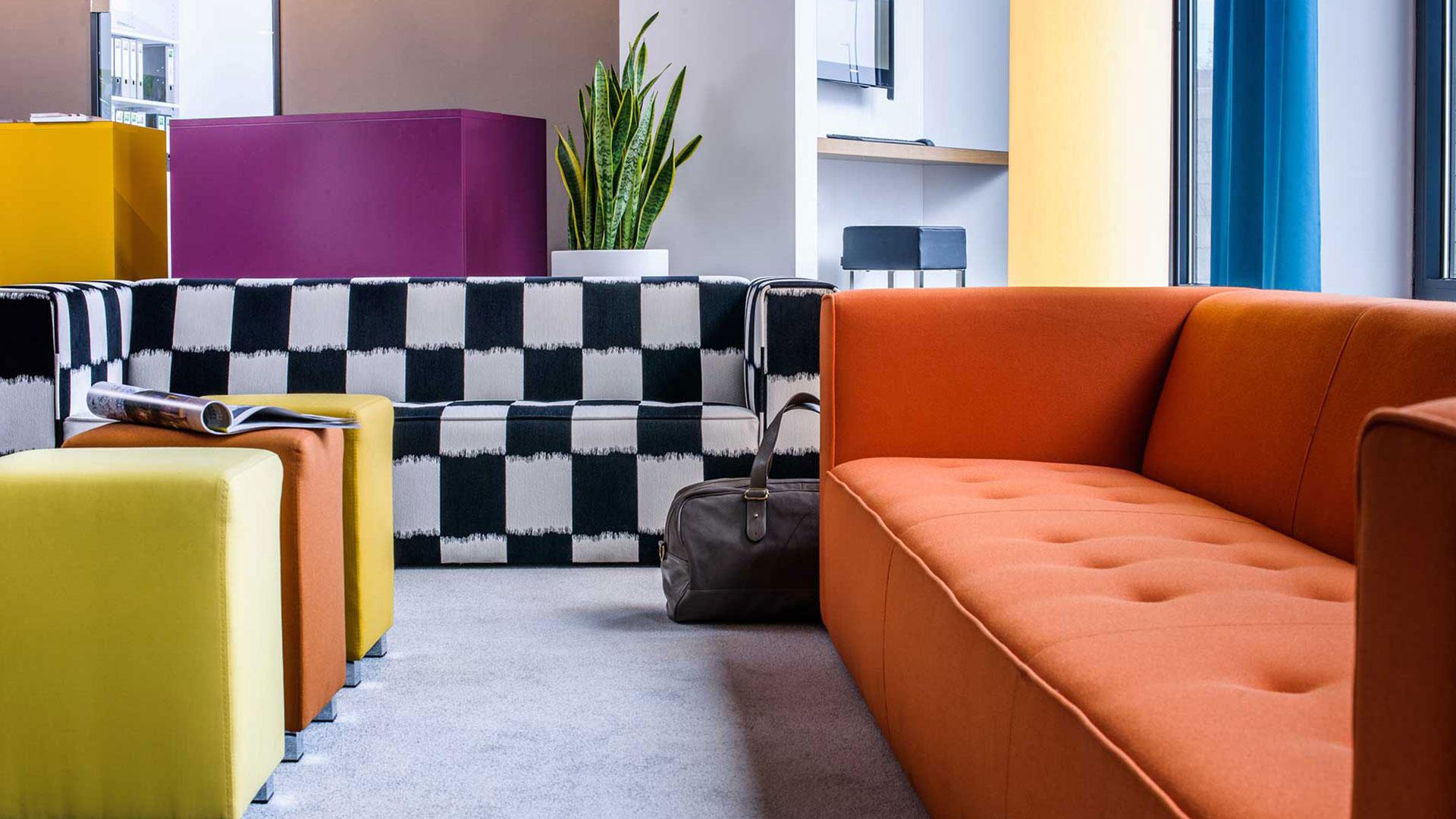 Photo of the lobby - 01 - ibis Styles Aalen