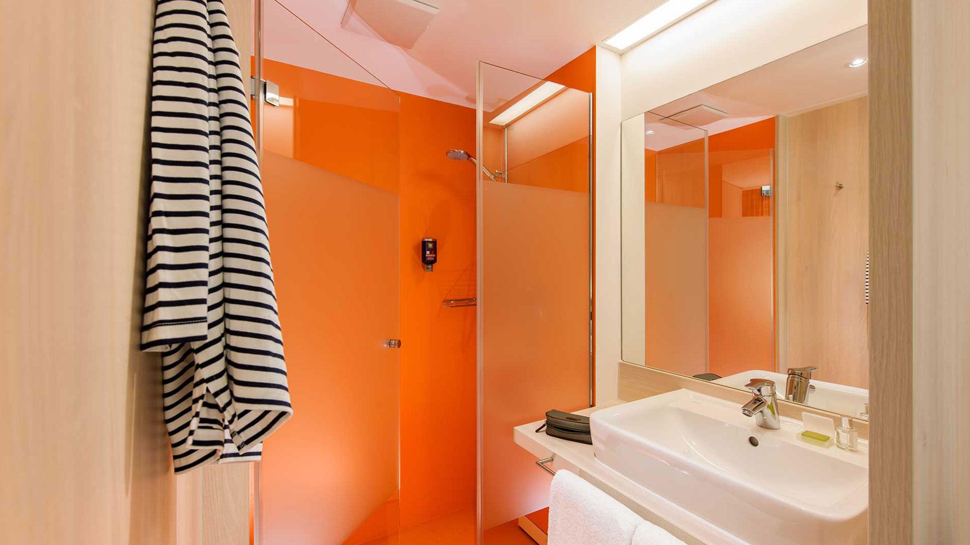 Foto eines Badezimmers - ibis Styles Aalen