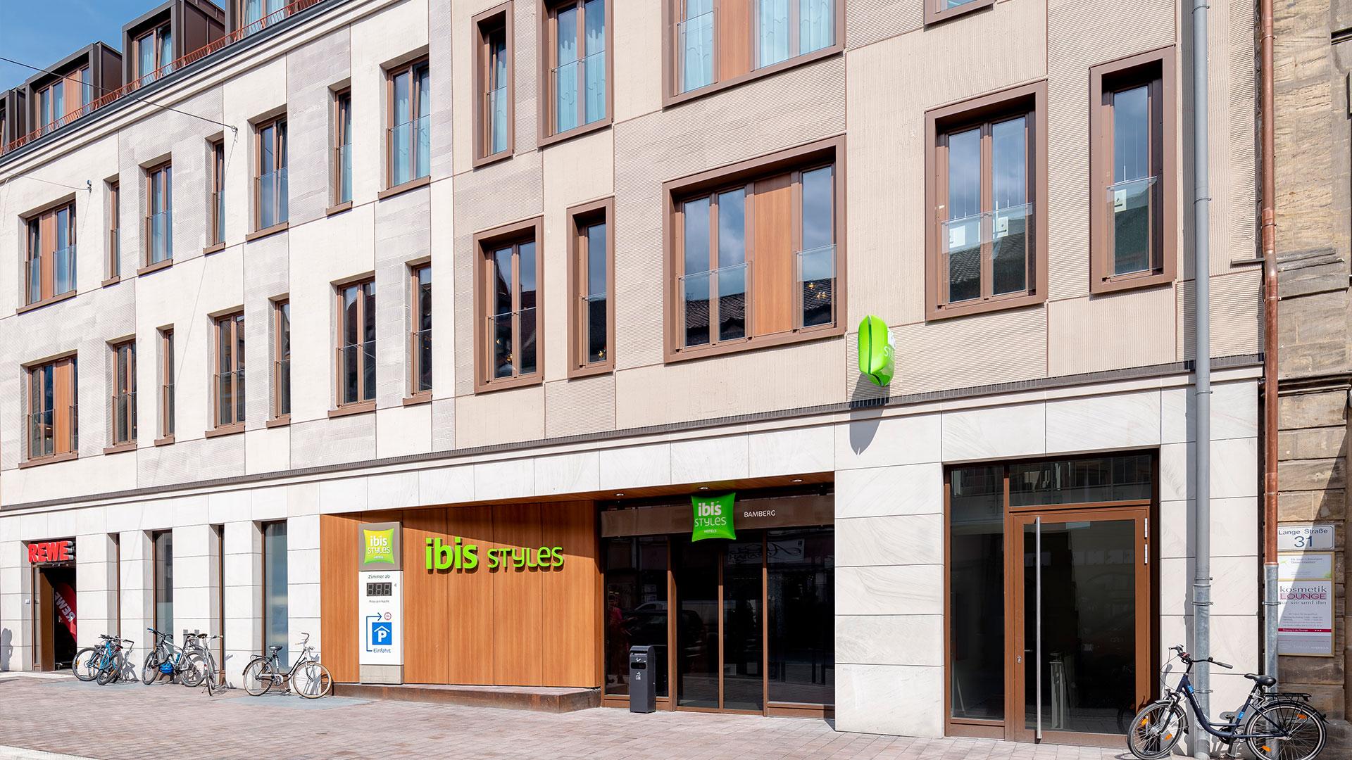 Foto der Außenansicht - 01 - ibis Styles Bamberg