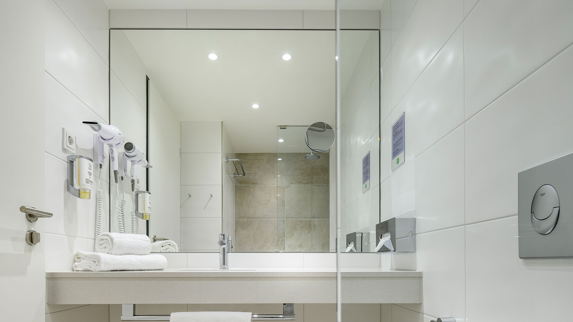 Foto eines Badezimmers - 02 - ibis Styles Bamberg