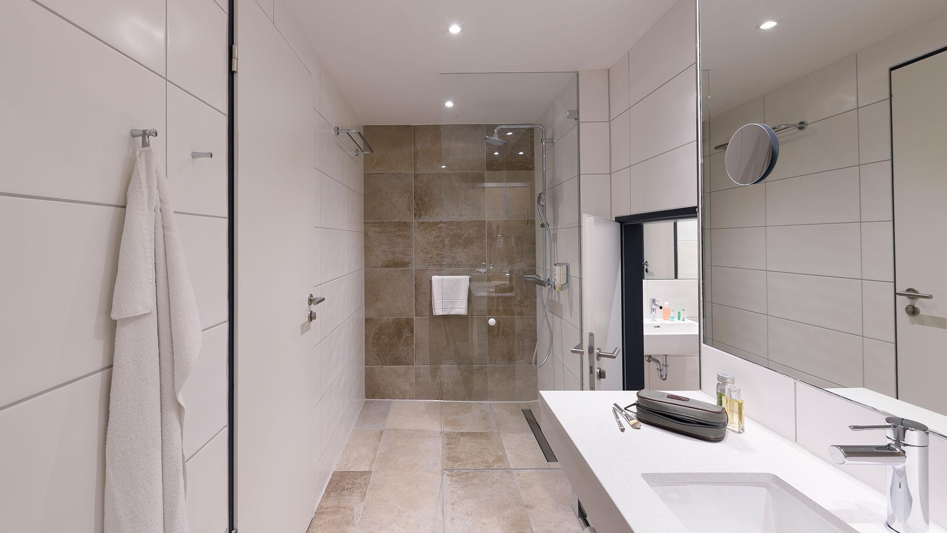 Foto eines Badezimmers - 01 - ibis Styles Bamberg