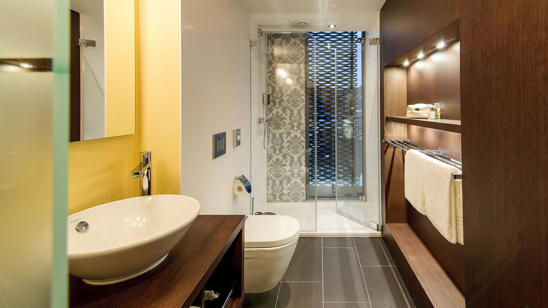 Foto eines Badezimmers - 01 - ibis Styles Nagold-Schwarzwald