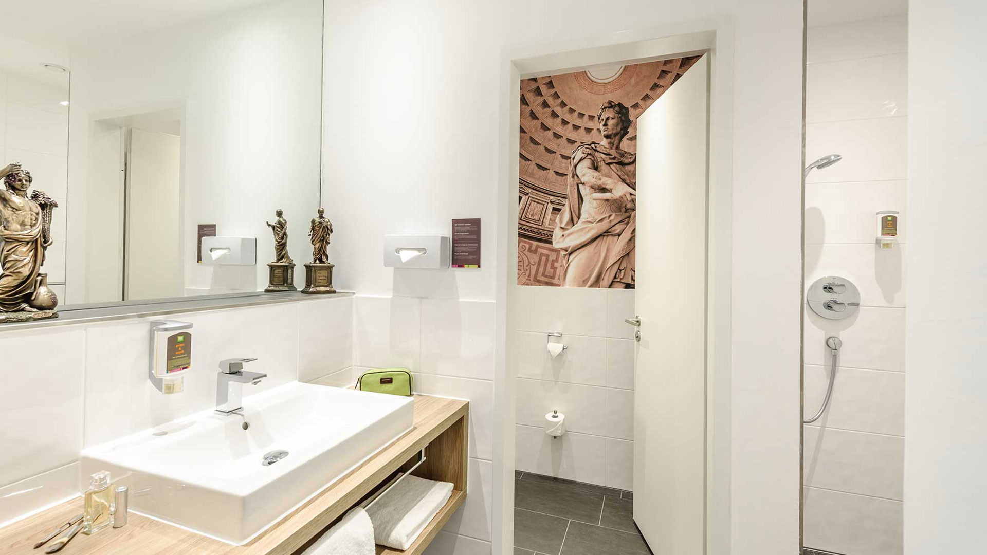 Photo of a bathroom - 02 - ibis Styles Trier
