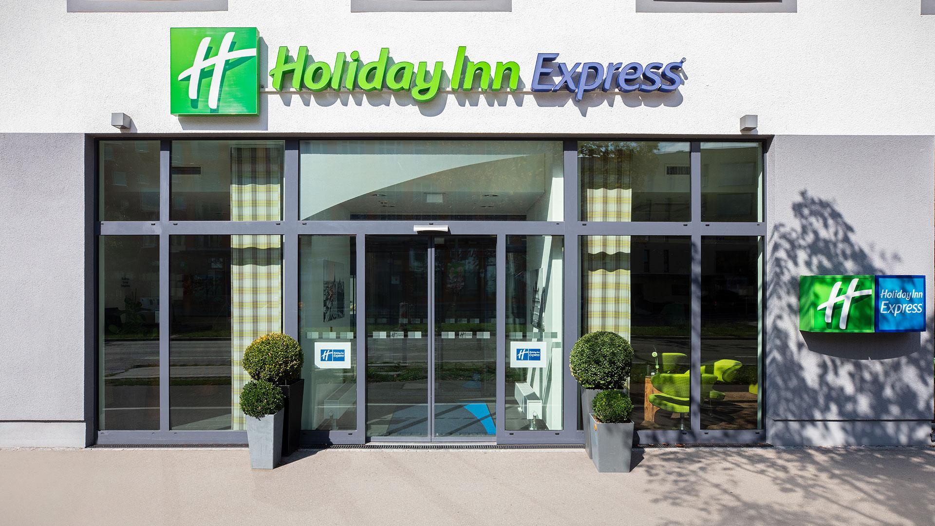 Foto der Außenansicht - 04 - Holiday Inn Express Augsburg