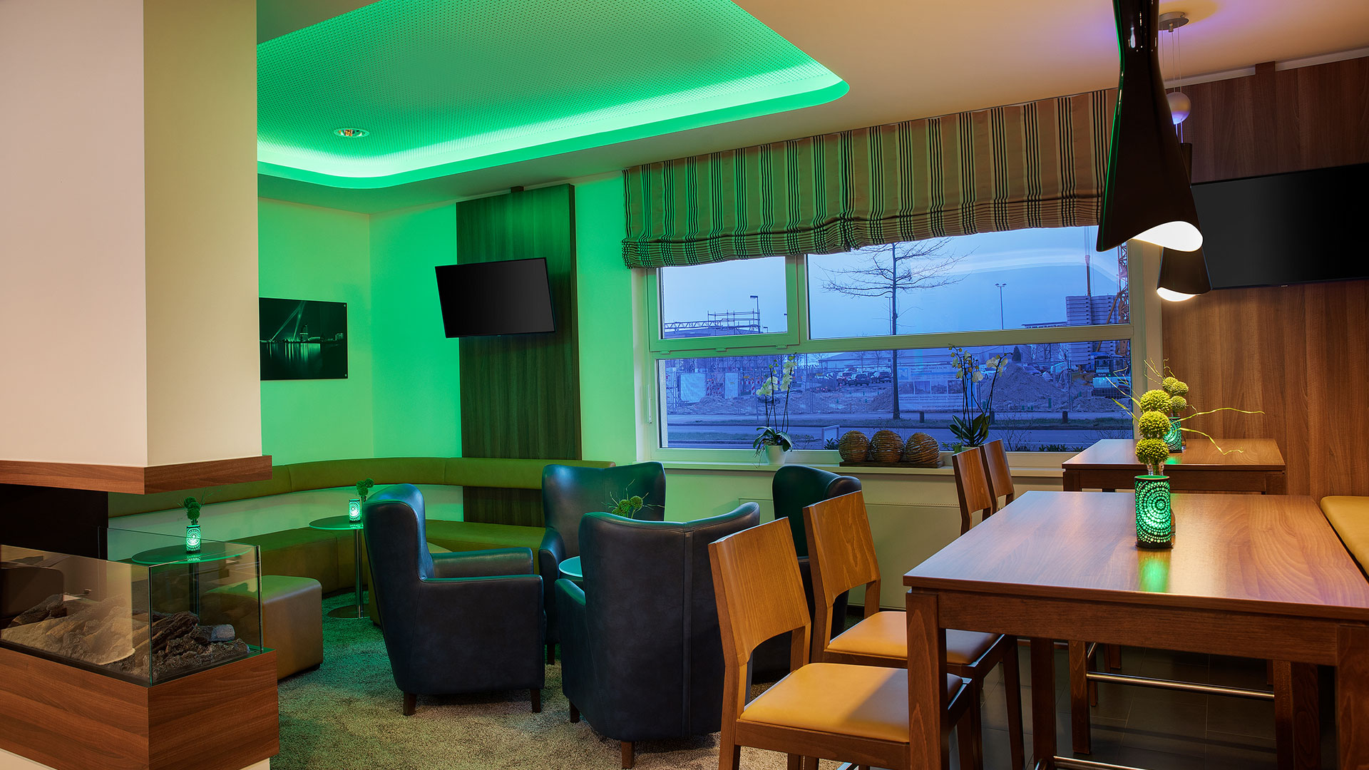 Photo of the bar - 02 - Holiday Inn Express Bremen Airport